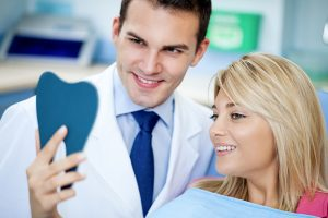 Bonding V  Veneers – The Pros and Cons | Hall and
